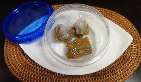 味噌玉の保存方法,ラップで丸める